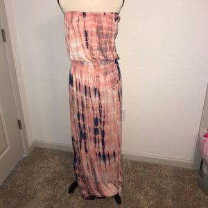 Dresses & Skirts - BEAUTIFUL MAXI DRESS SIZE SMALL!