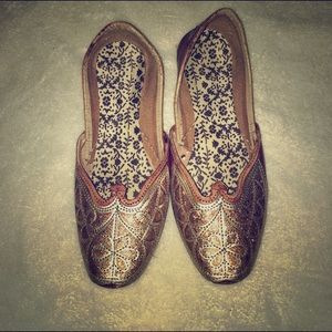 Handmade genuine leather slippers from India gold