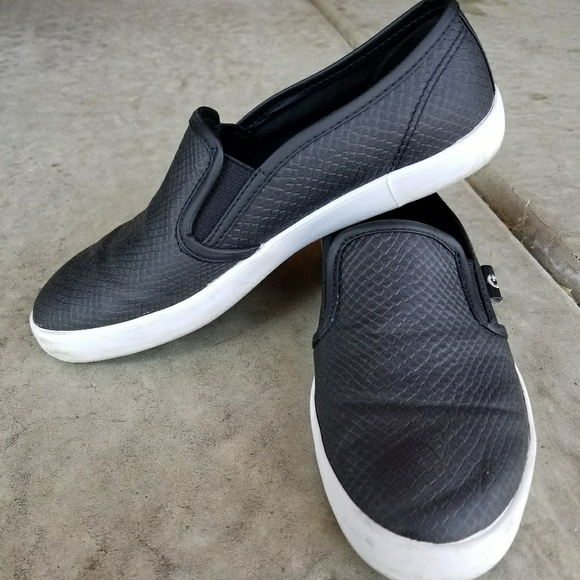 slip on shoes guess