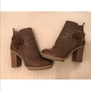 Shoes - CLOSET CLOSING super cute brown booties!