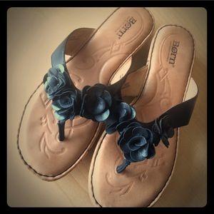 ⚡️SALE⚡️Blk Flowered Leather Born Flops🏴Size 8🎶