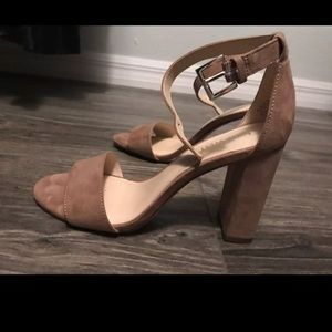Nine West nude block heel