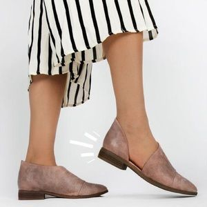 Shoes - ✨JUST IN✨ NWT. Nutmeg open shank flats