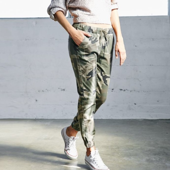 Bullhead Pants - Pacsun Bullhead Camo Joggers women s size medium a58d2c1f5