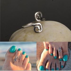 Jewelry - Silver toe ring