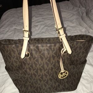 Handbags - Authentic Michael Kors Jet Set East West Lrg Tote