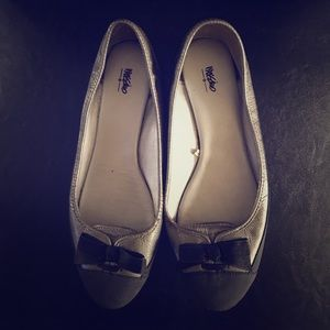Mossimo Two Tone Bow Flats in size 8.5