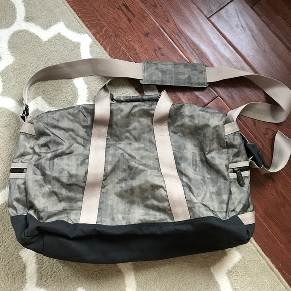 Lesportsac Bags - LeSportsac Mens Aspen Carrier in Hudson Army