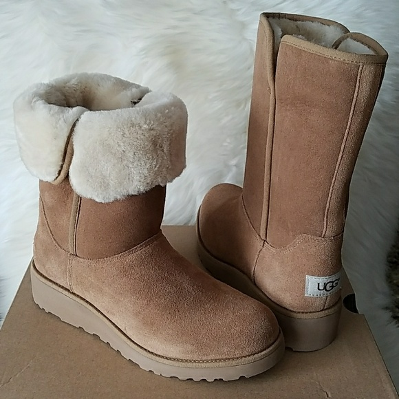 8a4477e4769 UGG AMIE CHESTNUT SHORT WEDGE BOOTS 6.5 & 8.5