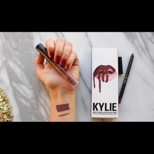 BNWB Kylie Lip Kit in Love Bite