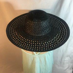 Accessories - Black large floppy hat