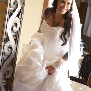 Dresses & Skirts - Beautiful vintage wedding dress 💍