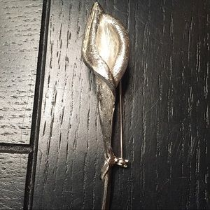 Jewelry - Vintage silver single lily brooch