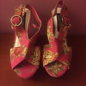 Shoes - Fahrenheit floral wedges, NWOT. 6
