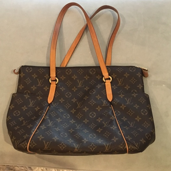 bb56a7d61737 Louis Vuitton Handbags - Louis Vuitton totally mm monogram bag