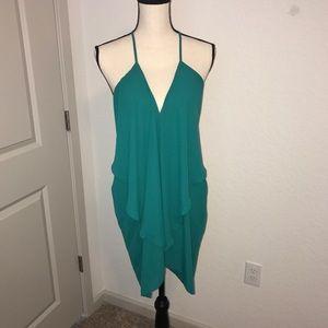 Dresses & Skirts - BEAUTIFUL GREEN FLOWY DRESS! Chic!