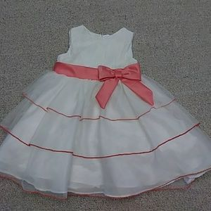 Other - ❤️HP❤️ EUC Beautiful White w/ Coral Trimmed Dress