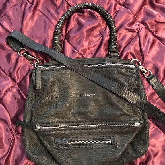 d8a327d6a712 Givenchy Handbags - 💯auth limited edit