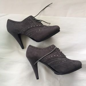 Apostrophe Gray Faux Suede Heeled Oxfords