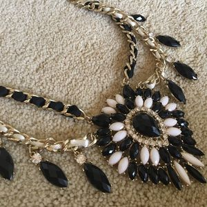 Jewelry - Chic black, white and gold statement necklace