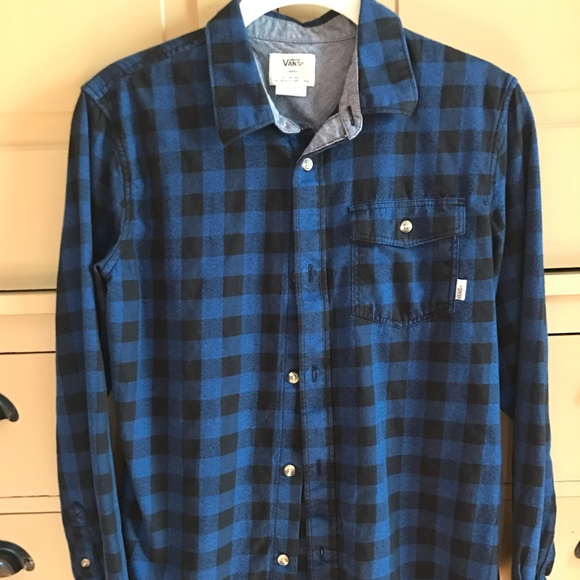 d143372430 Boys Vans black and blue shirt