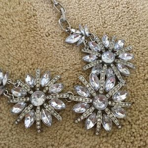 Jewelry - Beautiful silver floral necklace