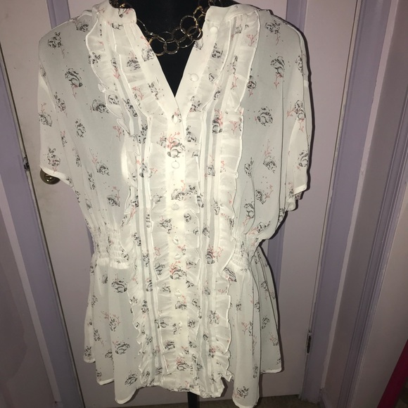 33d87892591 Torrid white rabbit babydoll blouse size 1 NWT
