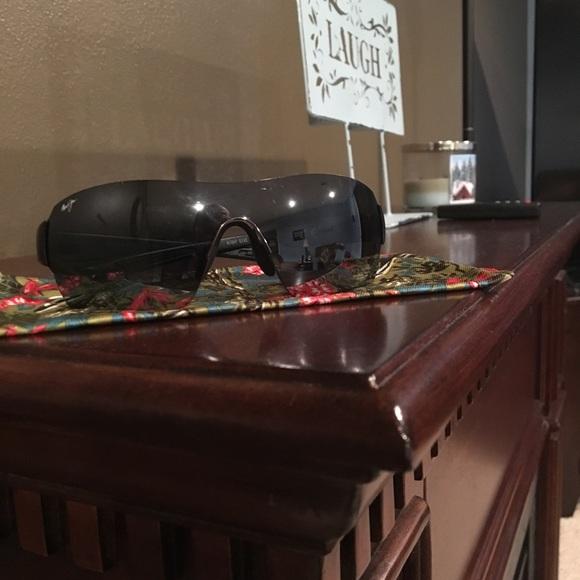 bd57ed00c09 Maui Jim Night Dive Shield Sunglasses. M 599ce67c98182981f401e7ef