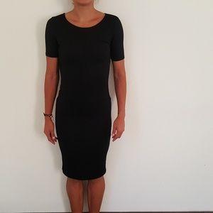 Dresses & Skirts - backless short-sleeved dress