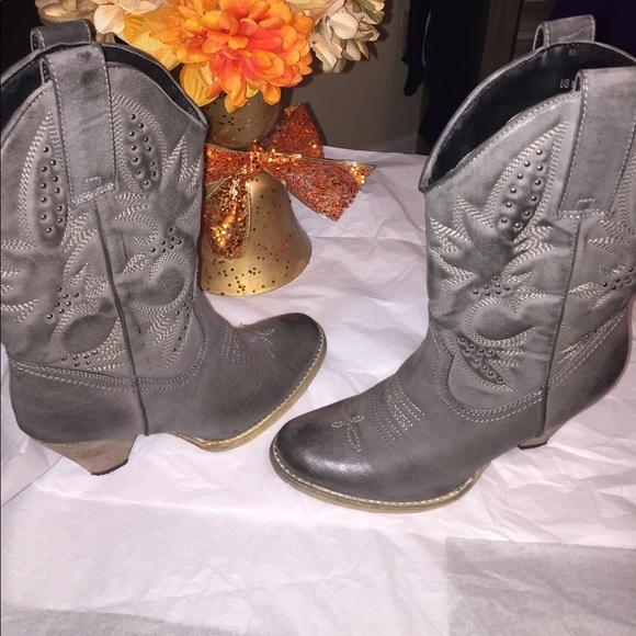 287135d9fa92 Very Volatile Denver Grey Women Boot. M 599cf211c6c795ed28024adc