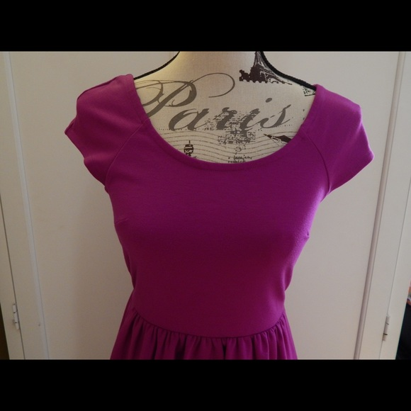 American Eagle Outfitters Dresses - American Eagle Girly Fuchsia V-Back Dress Sz XS