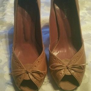 Nude pair of peep toe shoes by Luichiny