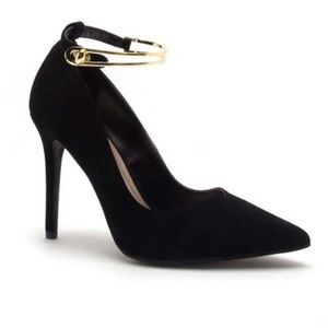 Shoes - 🆕 🔥 Tinsley Ankle Strap Pumps BLACK