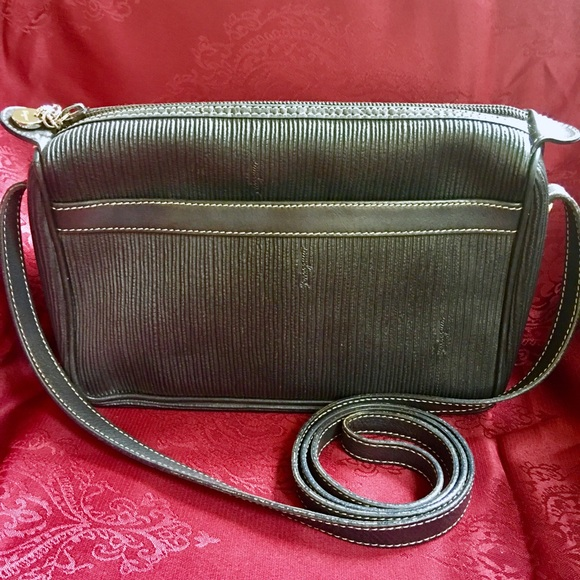 6125736c815d Vintage Salvatore Ferragamo Cross Body Bag EUC. M 599dc6f6522b45ea59013378
