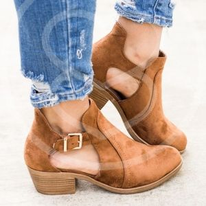 JAXTON Cut Out Bootie - Camel