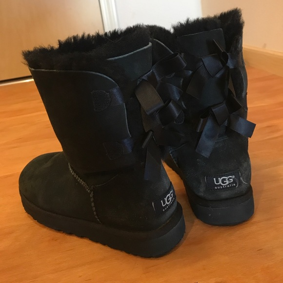 26d13f2f4fd Black Ugg Bailey Bow Boots - Size 7