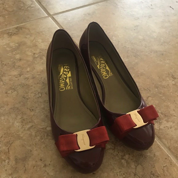 9a1ed7505882 Salvatore Ferragamo Vara pumps look alike. M 599dd9cb620ff7d992019303