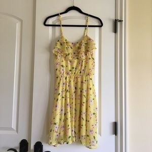 Dresses & Skirts - Girly yellow floral dress
