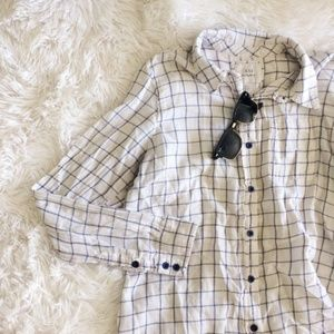 FOREVER21 blue+cream long sleeve button down top