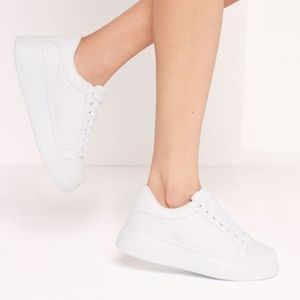 NWT Missguided White Tab Trainer US Size 9