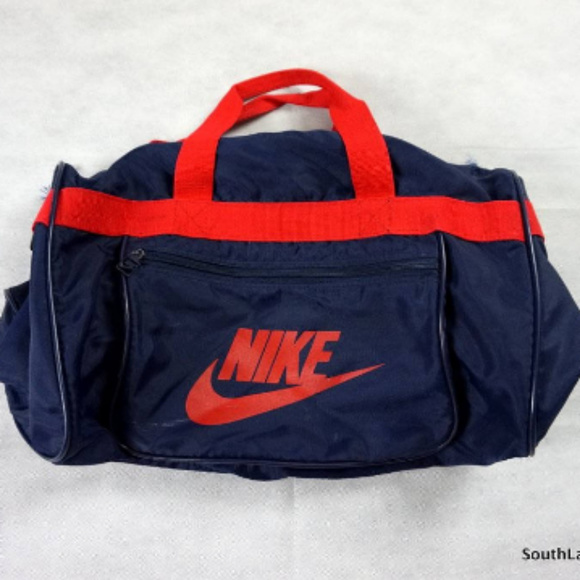 738586de5d20 Vintage 1980s Nike Duffel Bag Navy Blue   Red Rare.  M 599e099c4225be37470255d1