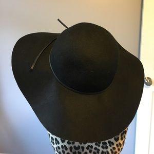Accessories - Fancy floppy wool hat