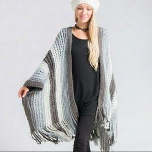 Jackets & Blazers - Shall/poncho in light greys
