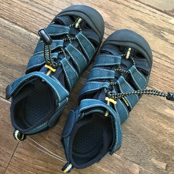 6a87f0156c37 Keen Other - Kids children s keen shoes sandals size 2