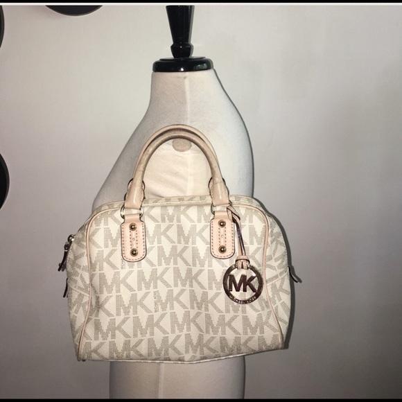 aca601f42ade6 Real Michael Kors Monogram vanilla bag. M 599ec278713fdebde0001a9b