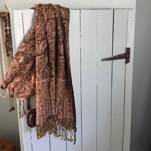 Accessories - Oversized scarf/wrap
