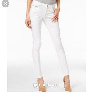 NEW W/ TAG Calvin Klein pure white skinny jeans