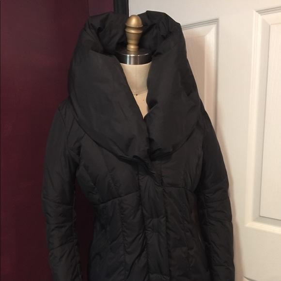 Tahari Jackets & Coats - Tahari long winter coat