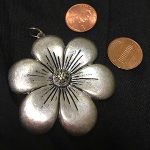 Jewelry - Large pewter flower pendant