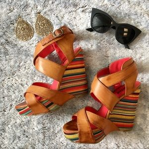 MULTICOLORED WEDGES